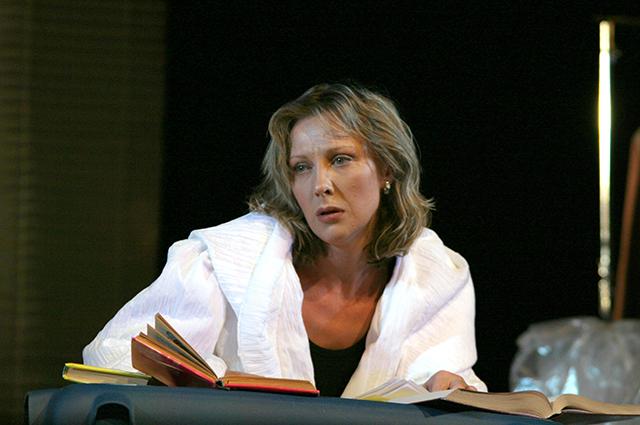Елена Яковлева на сцене театра.