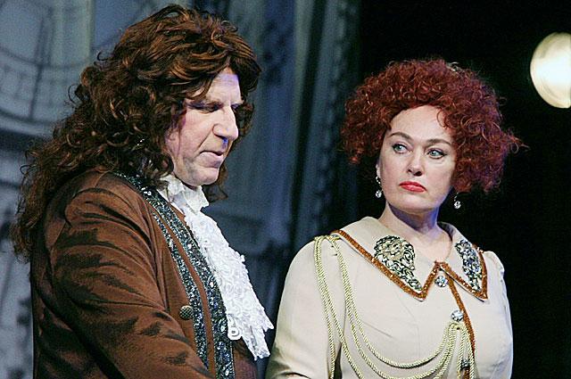 Валерий Баринов и Лариса Гузеева в спектакле Буря в стакане воды . 2009 год