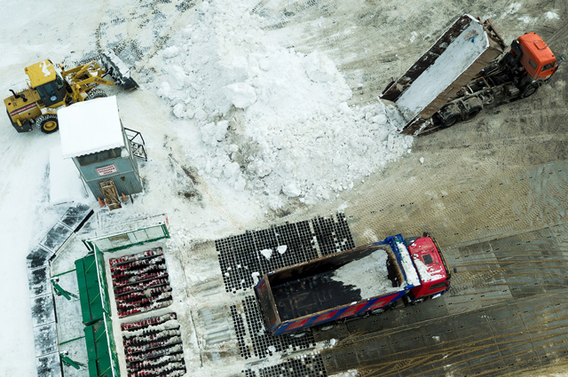 ...отправить на снегосплавный пункт, где очищенные от мусора осадки попадают вниз - в сточные воды.