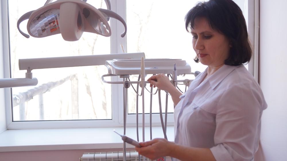 Благодаря помощи Русской медной компании в больнице Карабаша теперь есть современное оборудование для стоматологического кабинета, включая рентгеновский аппарат.