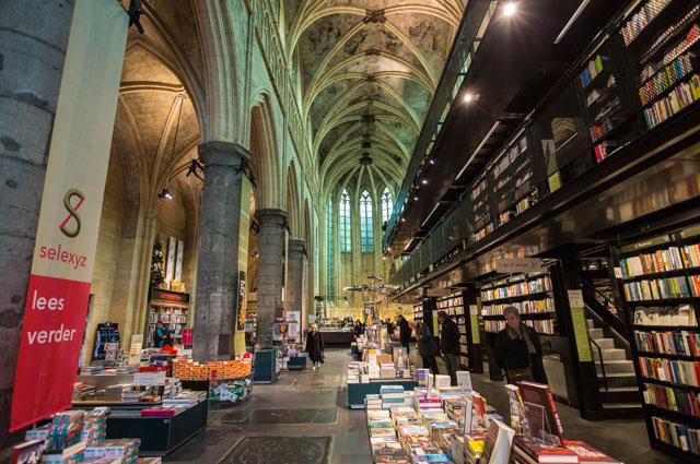 Книжный магазин в здании церкви в Маастрихте.