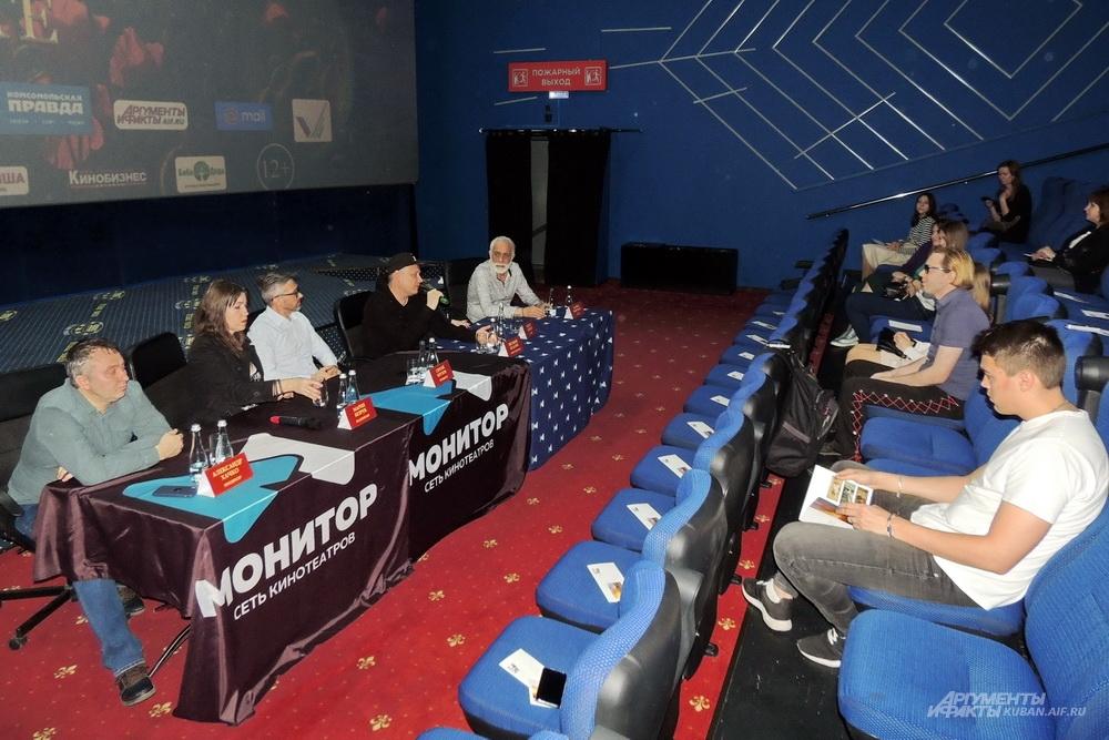 Пресс-конференция создателей фильма в краснодарском кинотеатре «Монитор СБС».