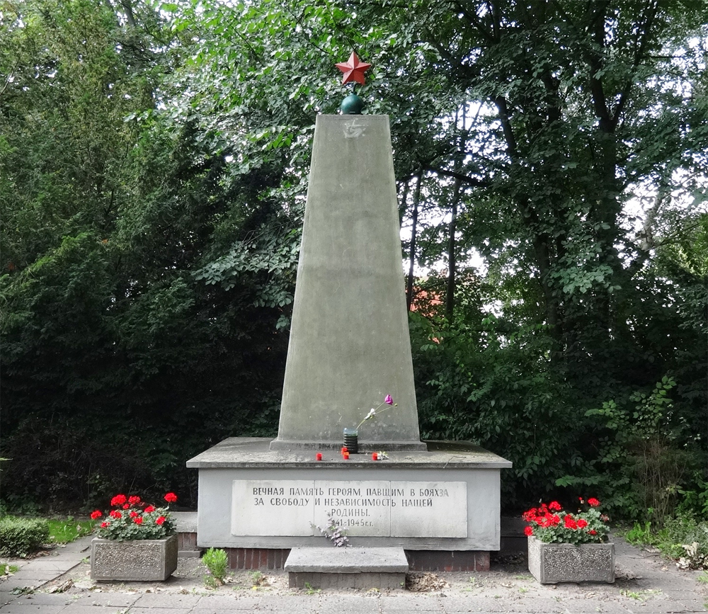 Мемориал советским воинам в Грайфсвальде на перекрестке улиц Фляйшерштассе и Банхофштрассе.