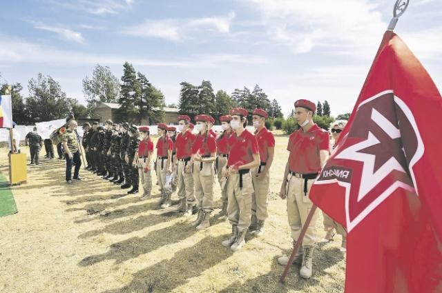 Среди волонтёров – студенты, которые провели в карьере все каникулы.