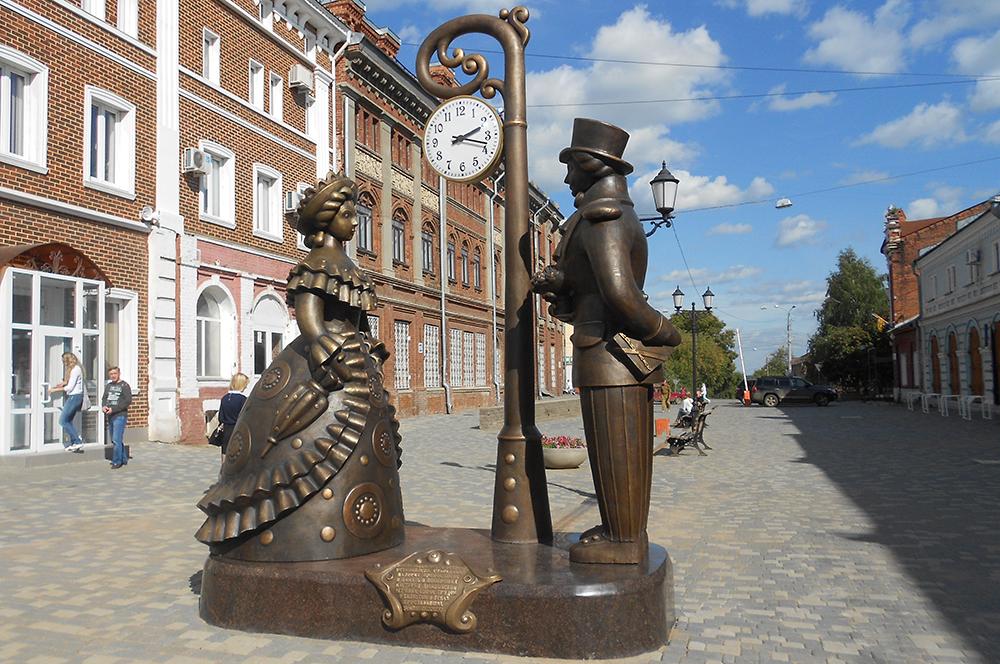 Дымковскую игрушку - главный бренд области - жители Кирова увековечили ещё и в бронзе.