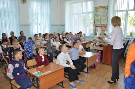 «Ростелеком» подарил детям из Оренбургской школы-интерната книги Жюля Верна.