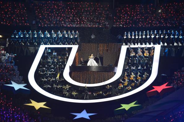 Аида Гарифуллина выступает на церемонии открытия XXVII Всемирной летней Универсиады 2013.
