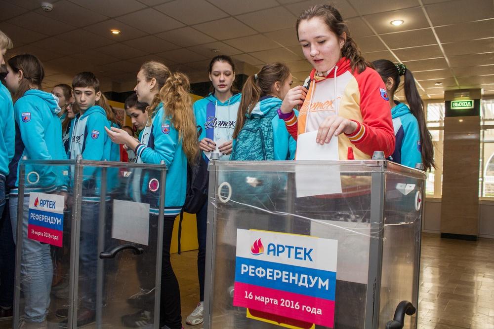 16 марта в «Артеке» проходил референдум по вопросу, стать ли здравнице детской столицей России. Большинство детей проголосовало «За»