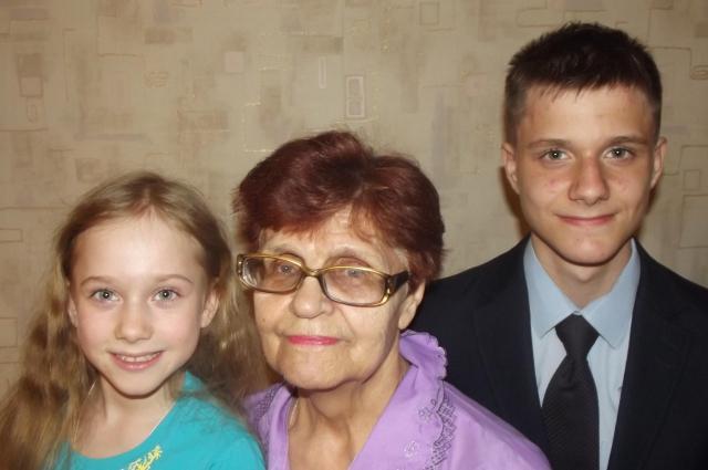 Алевтина Котенева с семьёй.