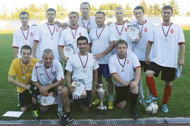 На предприятии проводится ежегодный футбольный турнир между командами структурных подразделений Красного Октября