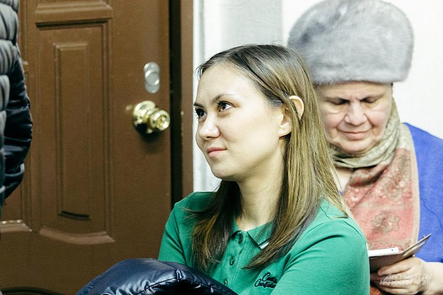 Поддержать в суд сотрудника Татфондбанка пришла жена.