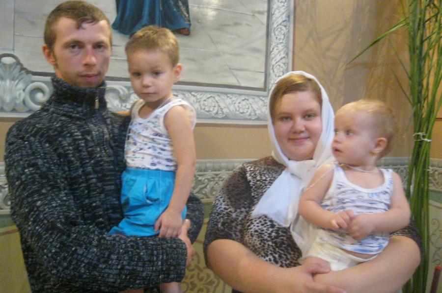 Вот это славное семейство Мельниковых, мама Марина, папа Лёша, братья Саша и Никита, сестрёнка Танечка ждут не дождутся новых деток – близнецов Олежку и Данечку!