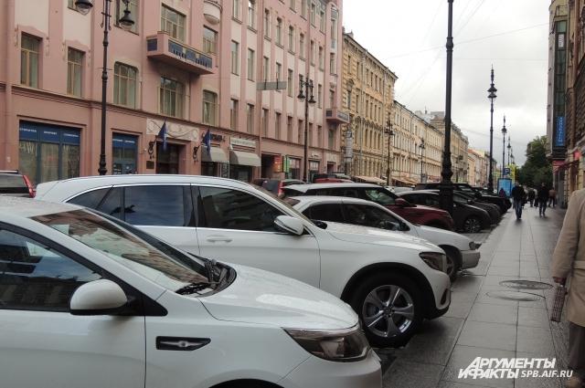 Петербуржцы задолжали один миллиард за нарушение правил пользования платной парковкой.