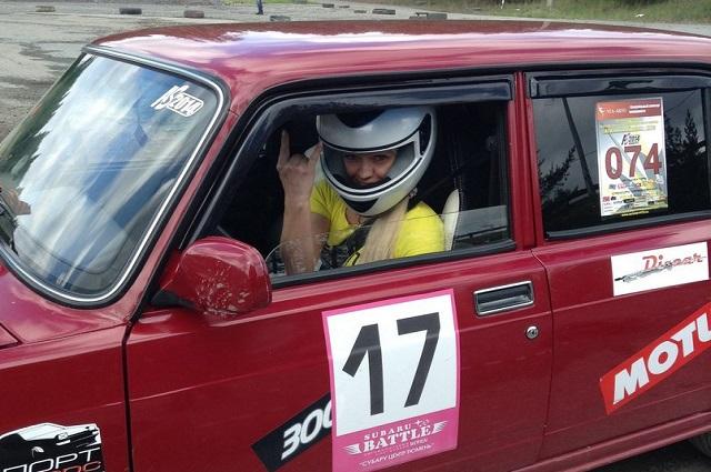 Ирина Павлова в своем спортивном автомобиле