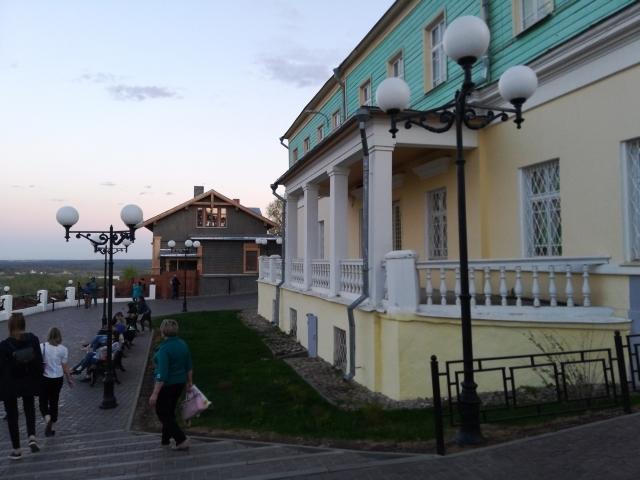 Город Владимир, исторический центр, пешеходная зона. Органическая интеграция бизнеса в историческую среду города.