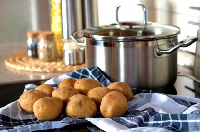Держать лицо над горячим картофелем небезопасно.
