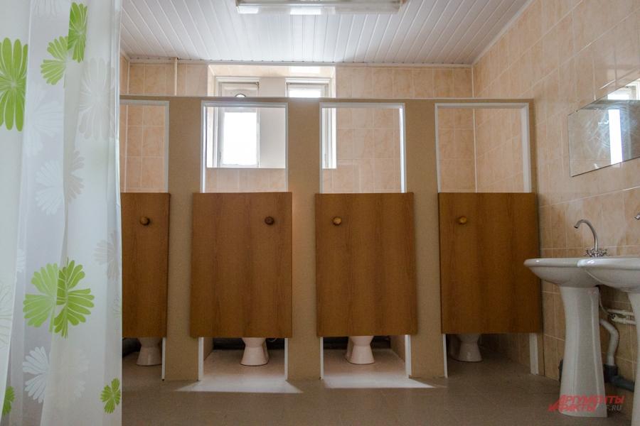 Женский туалет с душем.