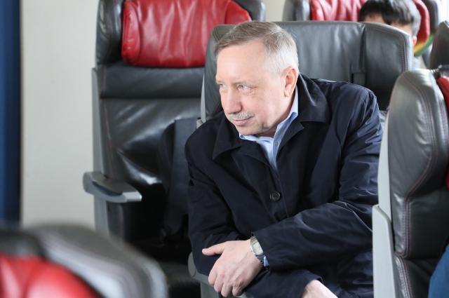 Беглов не отвечает на выпады Жириновского.