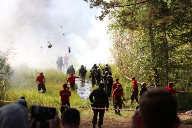 Спецназовцы совершили 12-километровый марш-бросок.