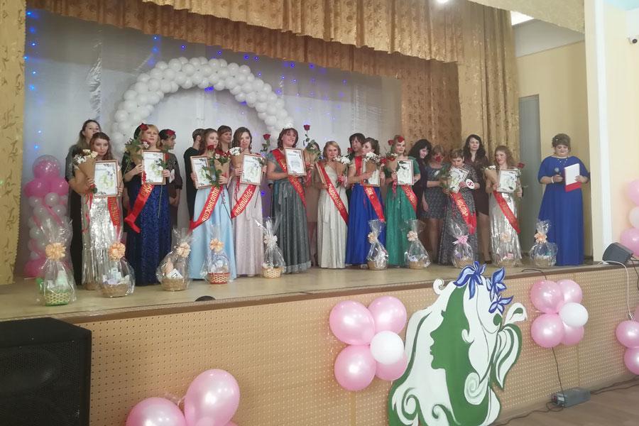 Каждая участница конкурса красоты была отмечена в какой-то номинации.