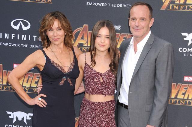 Дженнифер Грей с мужем и дочерью.