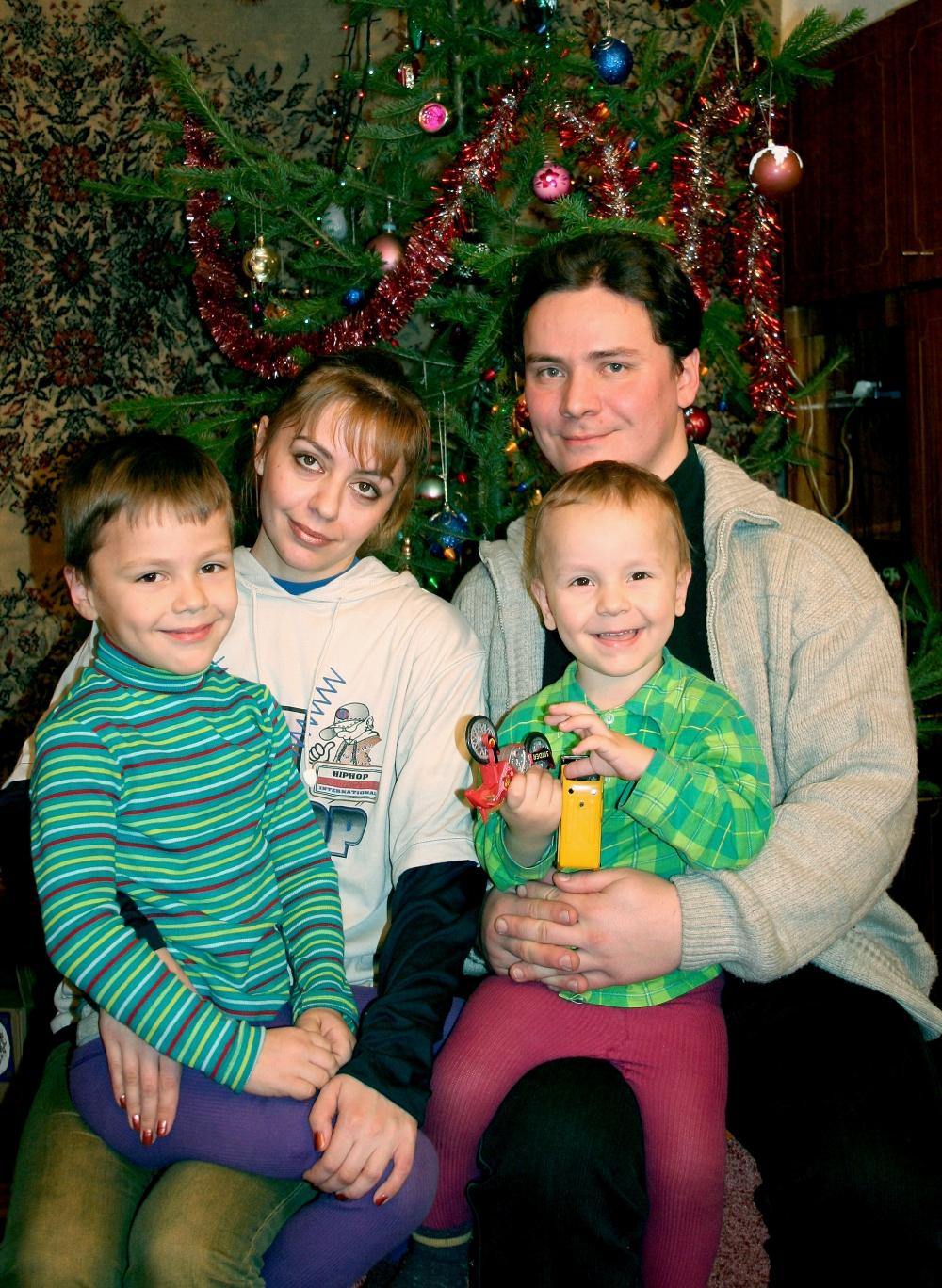 2006 г. Александр, Алёна, Никита и Артём Петровы.