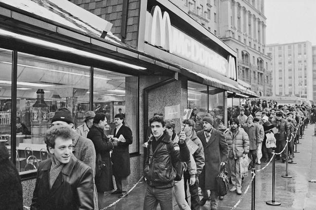 31 января 1990 года на Пушкинской площади открылся первый в Москве советско-канадский ресторан