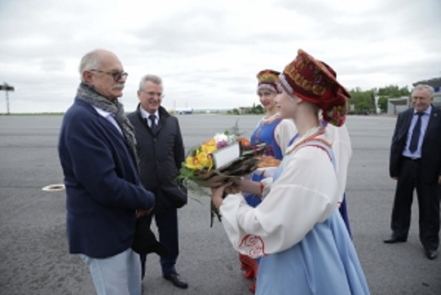 Иван Белозерцев приехал встречать Никиту Михалкова в аэропорт.