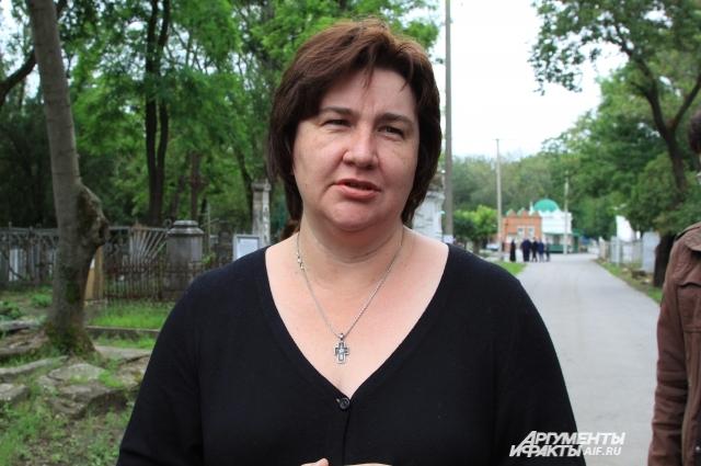 Преподаватель вуза Екатерина Трубникова стала общественным защитником кладбища от разрушения.