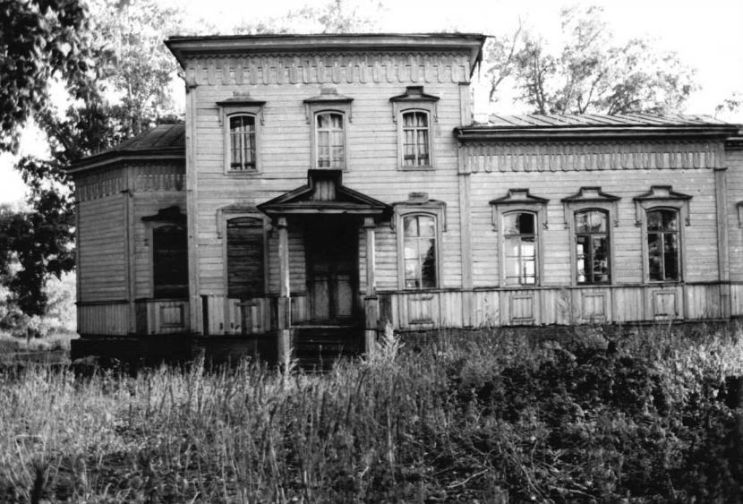 Здание бывшей церкви в Помаево...
