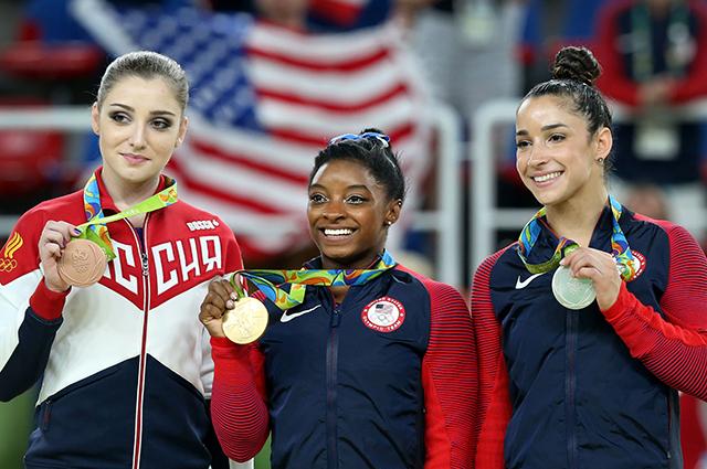 Призеры в индивидуальном многоборье по спортивной гимнастике среди женщин на ОИ-2016: Алия Мустафина - бронза, Симона Байлз - золото, Александра Райзман - серебро.
