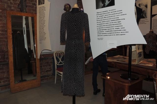Черной в белый горошек платье Гурченко перешила из двух детских.
