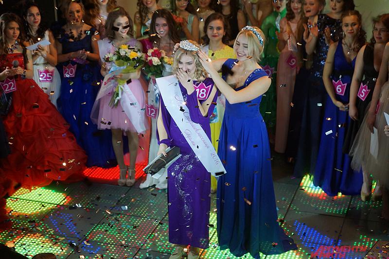 Главный же титул «Мисс старшеклассница» завоевала Мария Уютова.