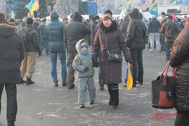 На митинг на Майдане родители приходят с детьми