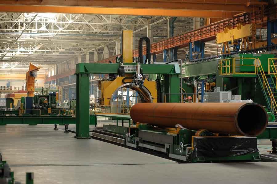 Новый цех производит трубы для строительства крупных нефтегазопроводов в условиях низких температур.