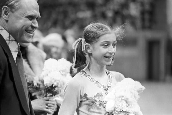 Фигуристка Елена Водорезова и тренер Станислав Жук. 30.11.1975. Фото