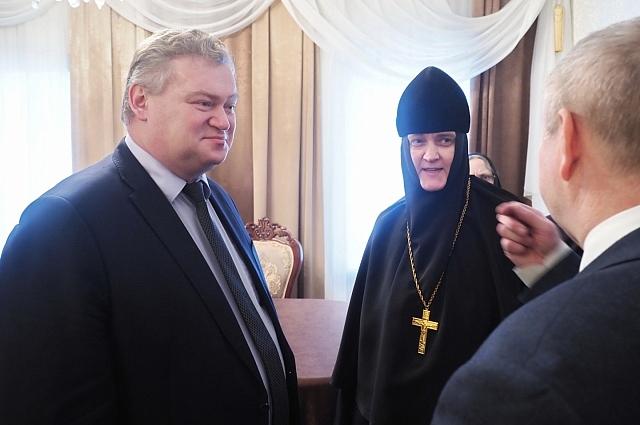 Документ подписали руководитель территориального управления Росимущества Виталий Бухтеев и настоятельница монастыря игуменья Сергия.