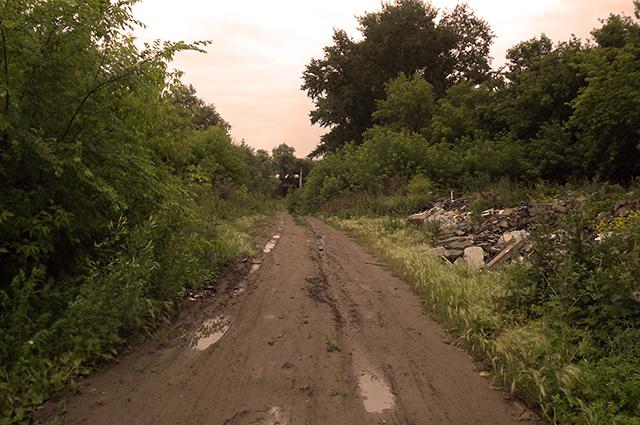 От некоторых поселков осталась только проходящая через них дорога. Домов не осталось совсем.