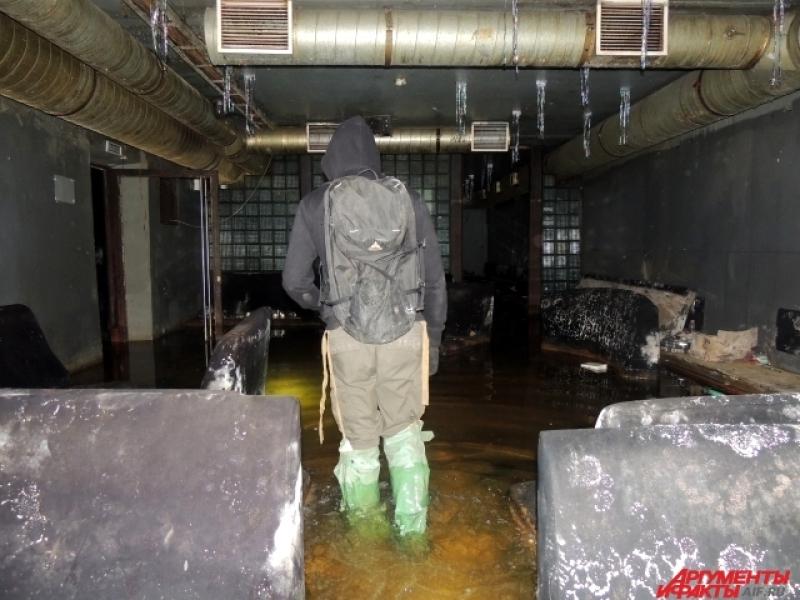 У затопленного клуба-бомбоубежища довольно жуткий вид