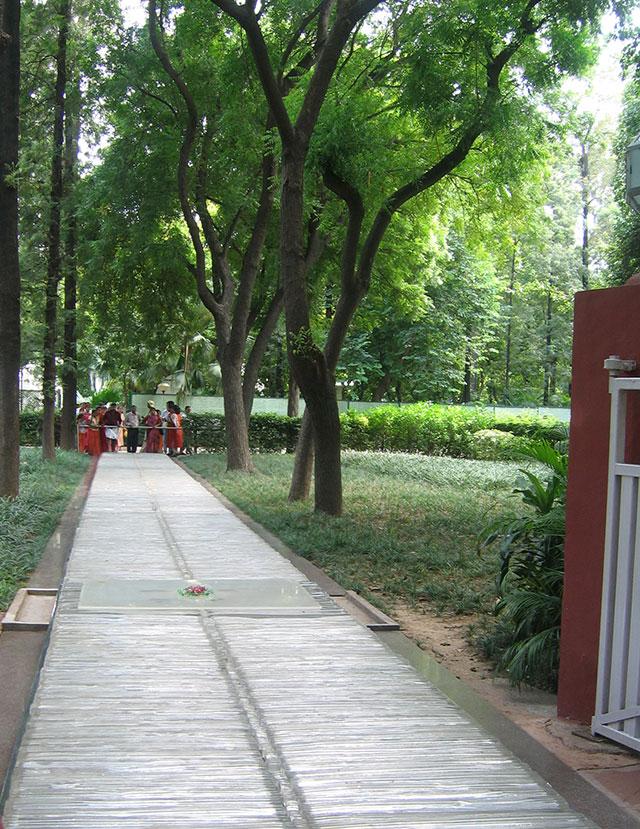 Дорожка, на которой стреляли в Индиру Ганди.