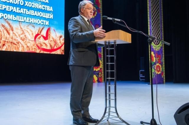 Перед собравшимися с поздравительной речью выступил губернатор Калужской области Анатолий Артамонов.