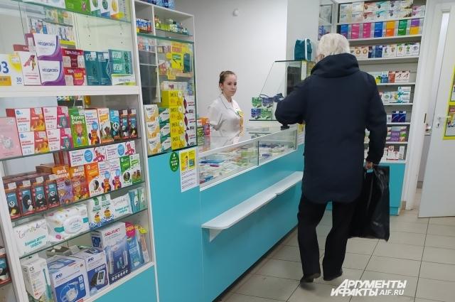 В аптеках Омска по-прежнему тяжело найти медицинскую маску.