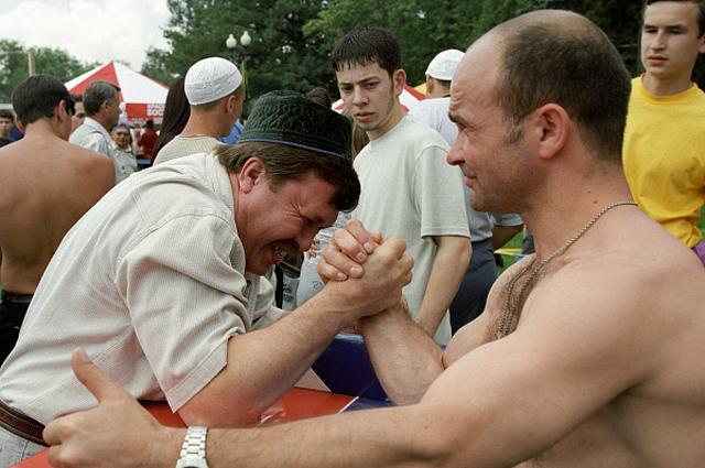Соревнования по армрестлингу в Измайловском Парке