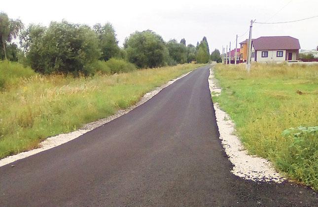 В районе активно ремонтируют дороги.