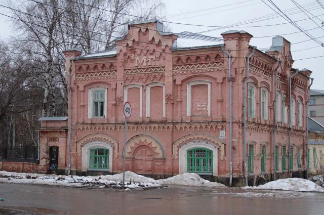 Здание бывшей чаеразвесочной фабрики Грибушина в Кунгуре.