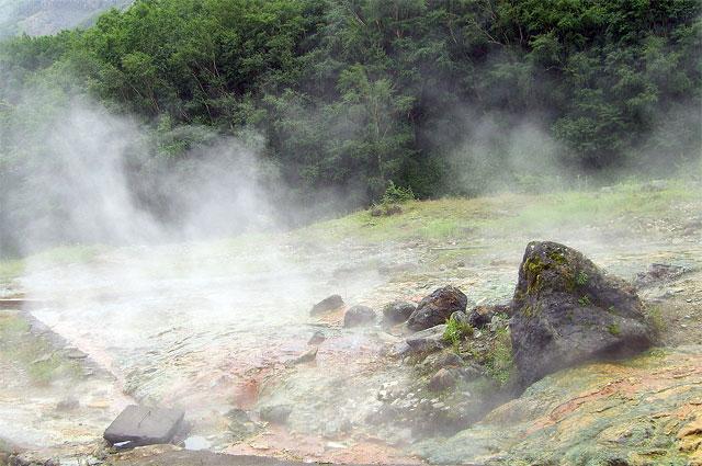 Горячий источник возле горы Пэктусан