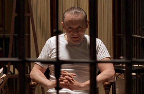 Энтони Хопкинс в роли Ганнибала Лектора.
