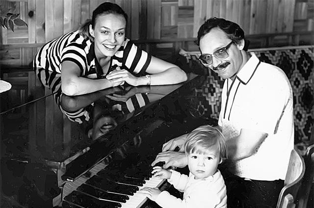 Максим Дунаевский с Натальей Андрейченко и их сыном Дмитрием, 1980-е гг.