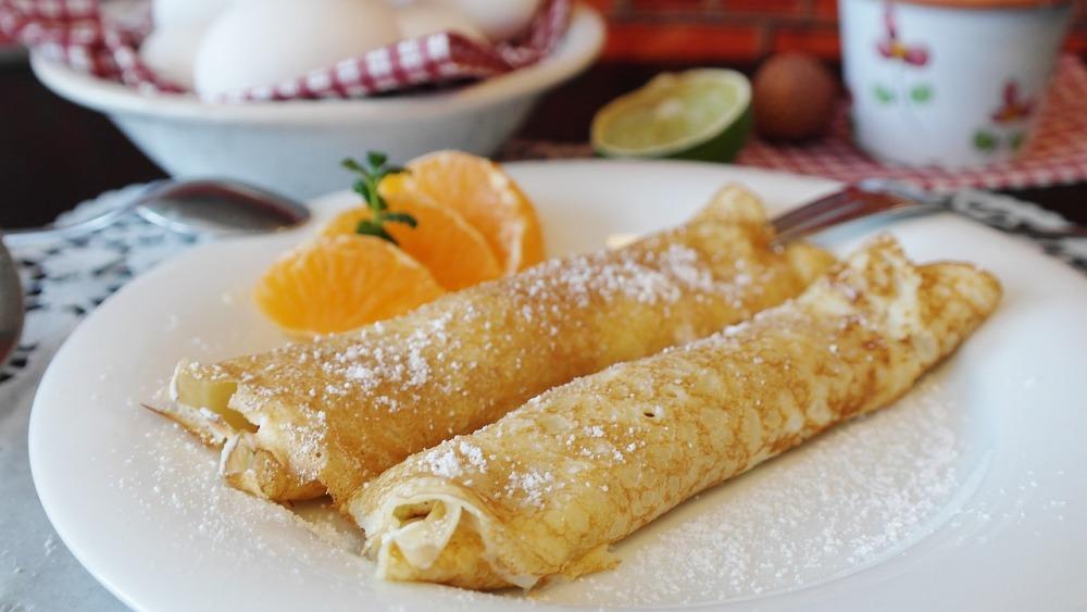 Различные фрукты можно добавить пямо в тесто или использовать как начинку для сладких блинов.