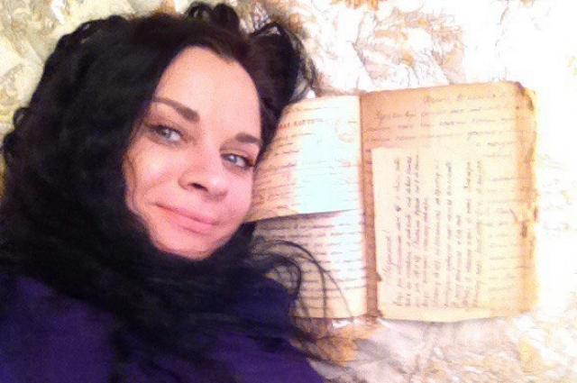 Оксана нашла фронтовые письма во время уборки в квартире.